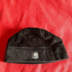 NWOT Columbia fleece beanie.